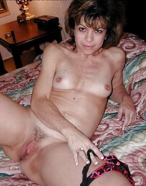 Amateure Hausfrauen mit kleine brüsten in gratis Fotos - Bild 3