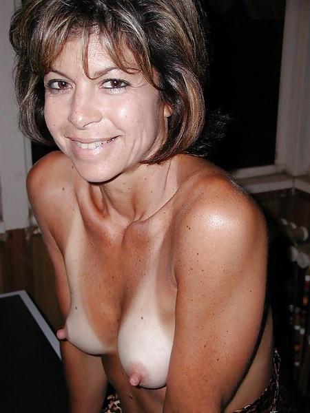 Amateure Hausfrauen mit kleine brüsten in gratis Fotos - Bild 5