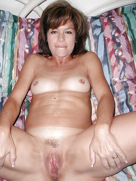 Amateure Hausfrauen mit kleine brüsten in gratis Fotos - Bild 8