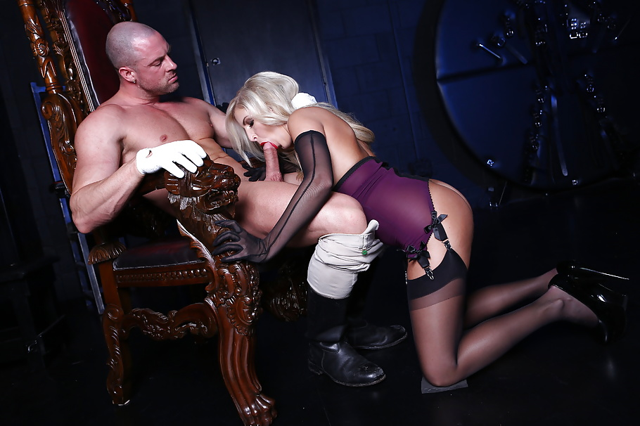 Blonde Pornoschauspielerin mit kleine Brüsten - Bild 9