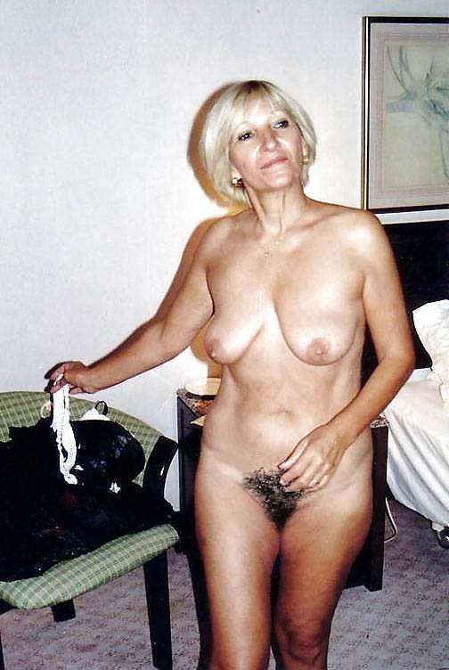 Reife Frauen zeigt die schöne Körperteile - Bild 2
