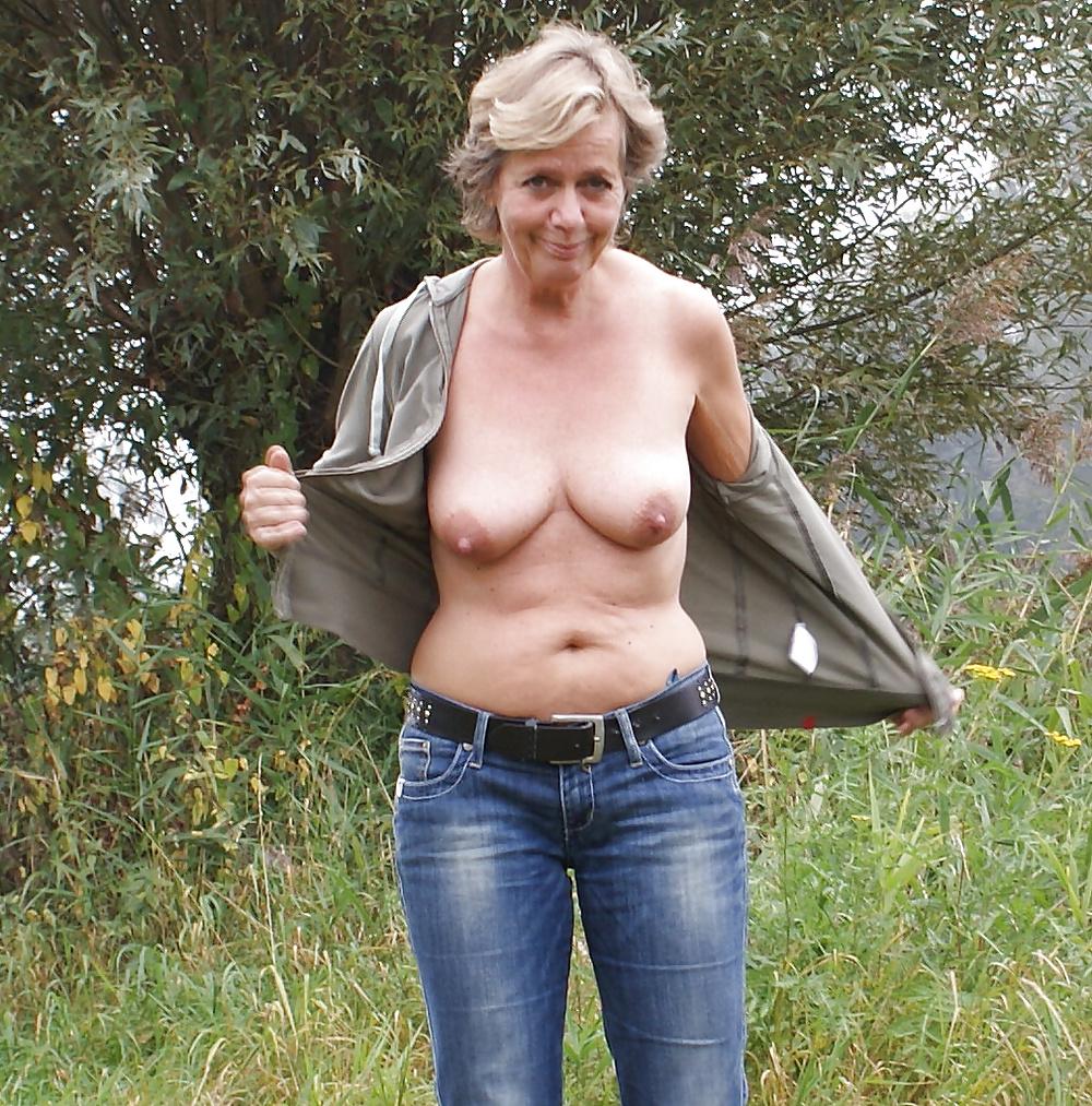 Reife Frauen zeigt die schöne Körperteile - Bild 3