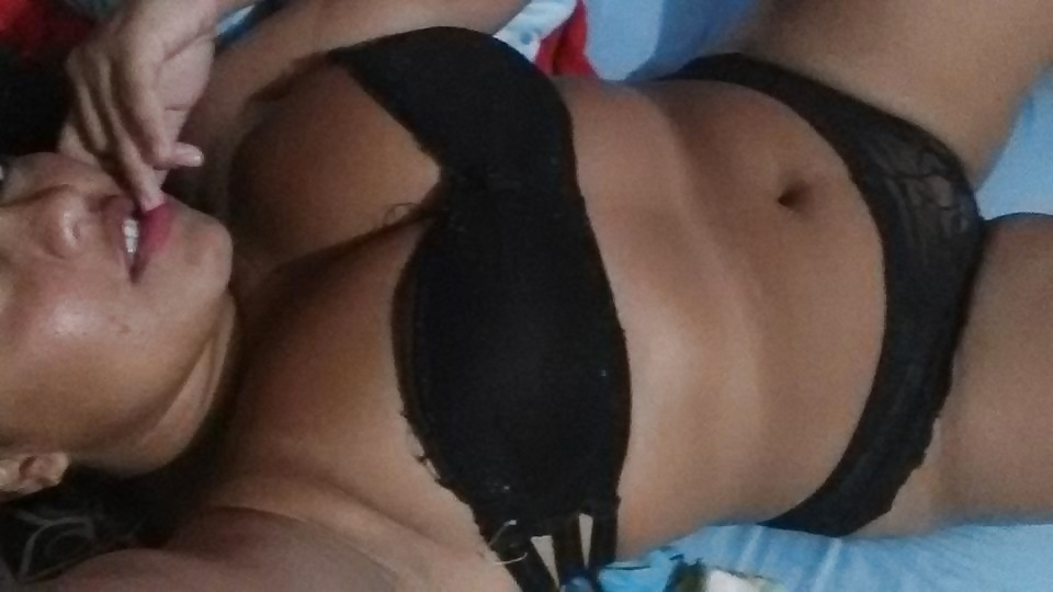 Jüngere Mädchen machen Selfie in Unterwäsche - Bild 4