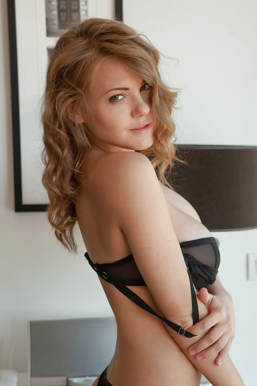 Natürliche Schönheit mit große Brüsten